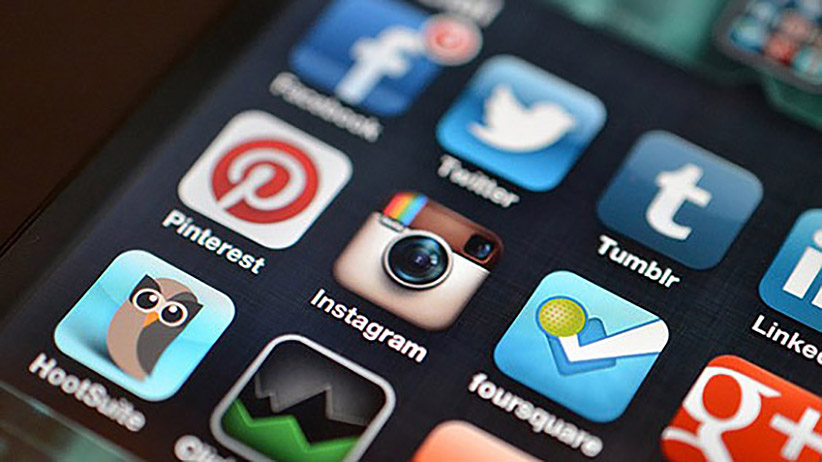 how to get customers on social media